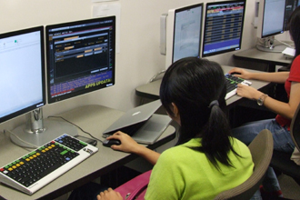 New lab gives students the power of Bloomberg Professional